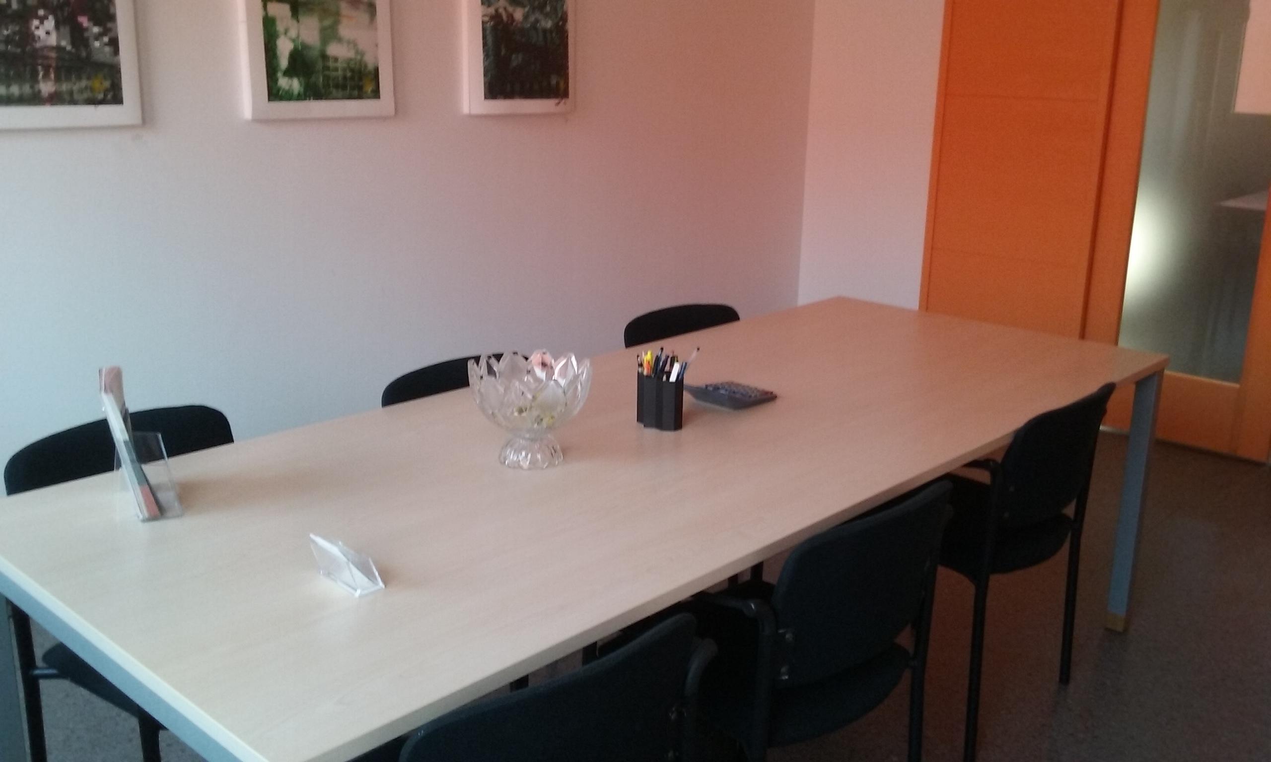 Centro Coworking - Sala riunione arancio2