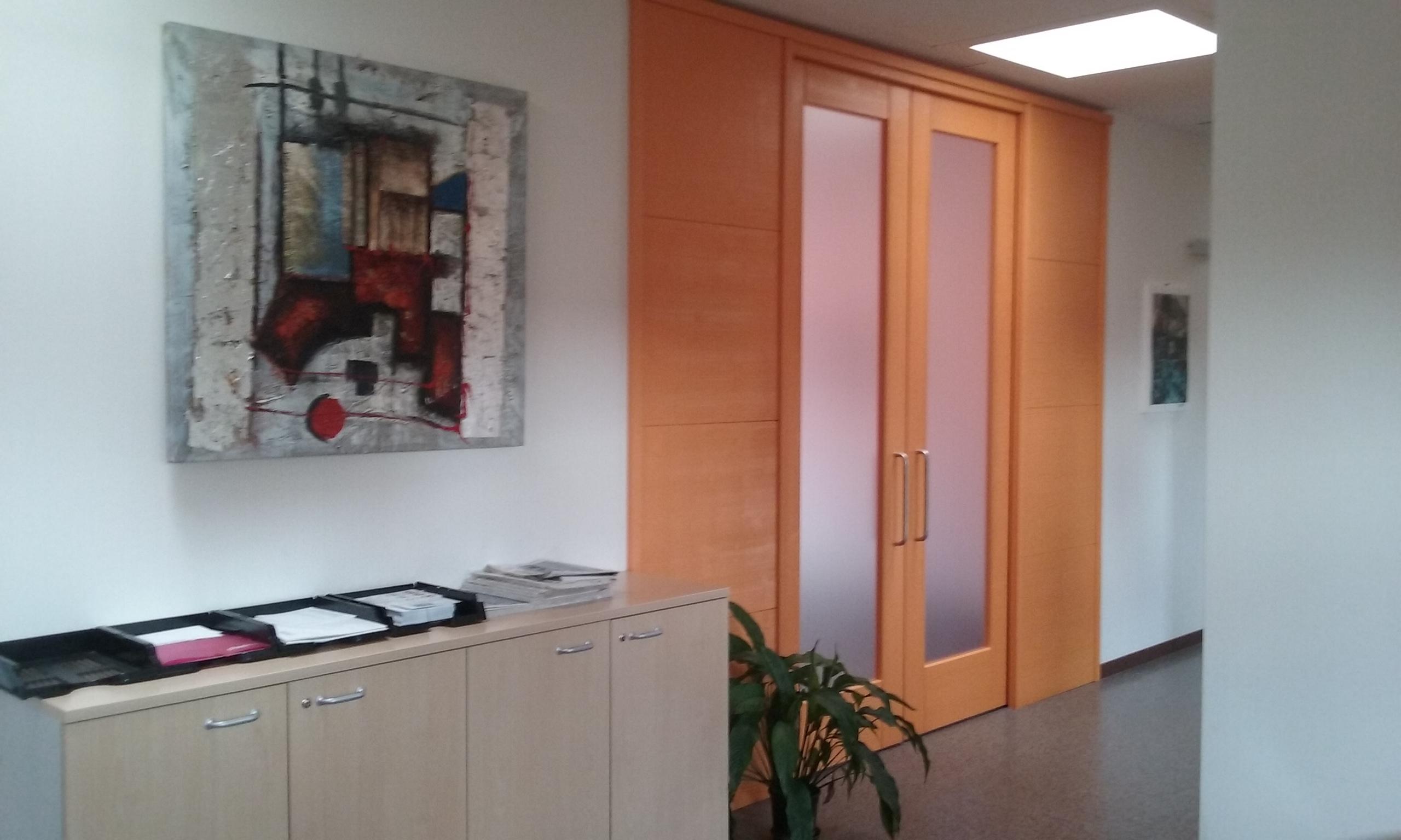 centro-coworking-sala-riunione-arancio5