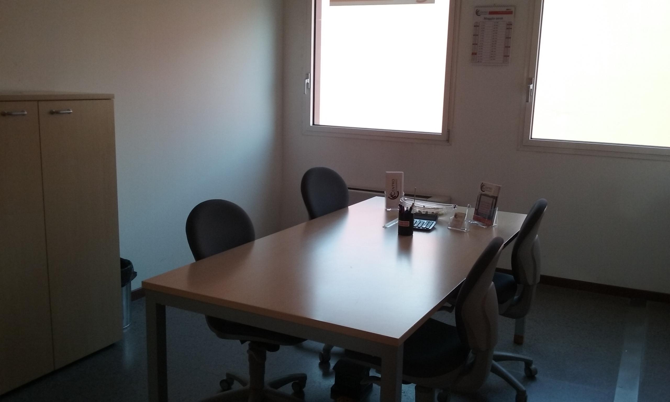 centro-coworking-sala-riunione-bianca1